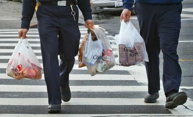 Califórnia será o primeiro estado americano a proibir sacolas plásticas