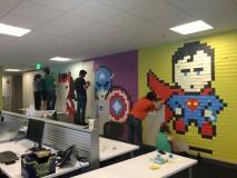 Decorando uma parede com muita criatividade e 8 Mil Post-its.